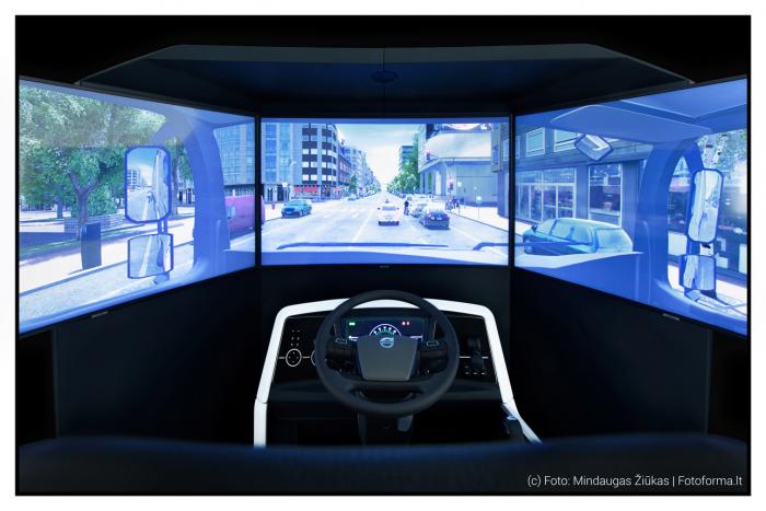 Vilkiko vairavimo simuliatorius, treniruoklis. Driving simulator. Produktų, daiktų fotostudija Vilniuje, Fotoforma.lt